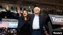Đảng Dân Chủ rất khó bắt những người như Nghị sĩ Bernie Sanders và Dân biểu Alexandria Ocasio-Cortez giữ im lặng!