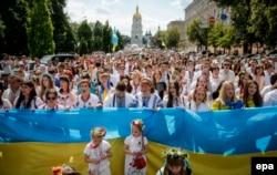 Під час Маршу вишиванок у центрі Києва, 24 травня 2015 року
