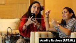 Leyla (solda) və Arzu Əliyevalar, arxiv fotosu