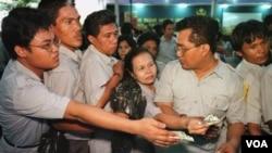 Pemerintah menghentikan sementara penerimaan calon PNS hingga tahun 2013, karena ingin memperbaiki mutu PNS (foto: dok/ AP).