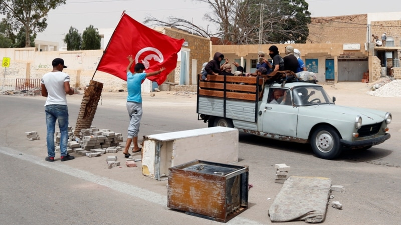 Tunisian Protesters Want Jobs, Shut Down Oil Facility