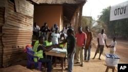 People register to vote in Bissau, Guinea-Bissau, March 18, 2012.