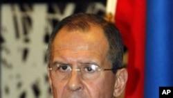 俄罗斯外长拉夫罗夫1月28日在东京的一个记者会上讲话