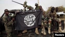 Abasirikare ba Nijeriya bafise ibendera rya Boko Haram