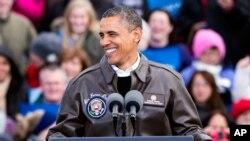 Presiden Amerika, Barack Obama disambut meriah saat berkampanye di depan para pendukungnya di bandara internasional Austin Straubel di Green Bay, Wisconsin (1/11). Presiden Obama melanjutkan kampanyenya di beberapa wilayah di negara bagian Colorado, pekan ini.