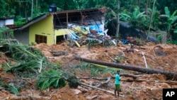 29일 스리랑카 랏나푸라 지역에서 토사 산사태로 가옥이 붕괴되었다.