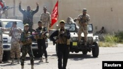 26일 티크리트 외곽 지역에서 이라크 정부군 연계 병력이 수니파 무장단체 ISIL 대항 전투를 준비하고 있다.