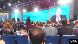 普京在哪兒?普京2013年年末記者會。(美國之音白樺拍攝)