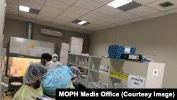 په افغانستان کې د کرونا ویروس د مثبتو پېښو شمېر ۴۴۵۰۳ ته پورته شو.