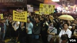 市民在旺角与警方对峙要求真普选。(美国之音海彦拍摄)
