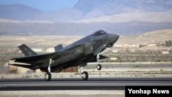 한국 방위사업청은 24일 차기전투기로 5세대 스텔기 전투기 F-35A를 구매하기로 결정했다고 밝혔다.
