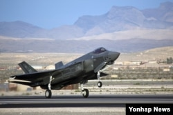 한국과 일본이 미국에서 도입을 추진 중인 F-35 스텔기 전투기. (자료사진)