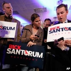 共和黨總統參選人桑托羅姆的支持者在黨團會議後慶祝