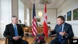 2017年5月9日,丹麦总理拉斯穆森(右侧)和美国国防部长马蒂斯(左侧)于丹麦哥本哈根克里斯汀堡宫总理办公室会面。