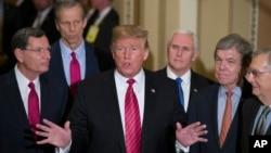 特朗普總統與共和黨人結束了在華盛頓國會山舉行的參議院共和黨午餐會議。 (2019年1月9日)