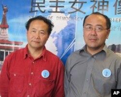 民主女神像基金会陈维明( 左)和郑存柱