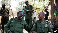Umukuru w'abatavuga rumwe n'ubutegetsi muri Sudani y'Epfo Riek Machar n'umugore wiwe Angelina Teny.