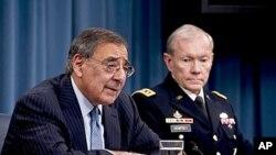美國國防部長帕內塔和參謀長聯席會議主席陸軍上將登普西星期四在美國國防部向媒體發表講話