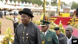 Nigerian President Goodluck Jonathan (front), May 12, 2011