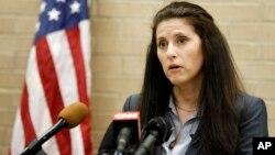 Jane Bishkin dijo que su cliente había respondido a dos llamadas de suicidio ese mismo día del incidente con los jóvenes afroestadounidenses.