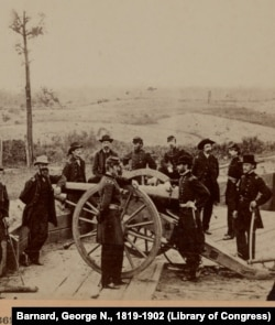 Civil War troops and cannon
