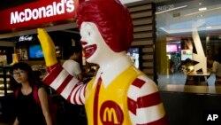 Salah satu restoran McDonald's (foto: dok). McDonalds dikenai denda 355 ribu dolar karena kasus diskriminasi.