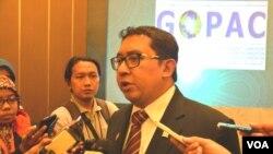 Fadli Zon, Wakil Ketua DPR RI terpilih menjadi ketua organisasi internasional parlemen melawan korupsi (GOPAC) melalui konferensi di Yogyakarta yang berakhir Kamis, 8/10 (foto: VOA/Munarsih).