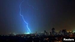 Mumbai ၿမိဳ႕ ေတာင္ပိုင္းတြင္ မုိးႀကိဳးပစ္စဥ္ (ေမလ ၂၀၀၇)