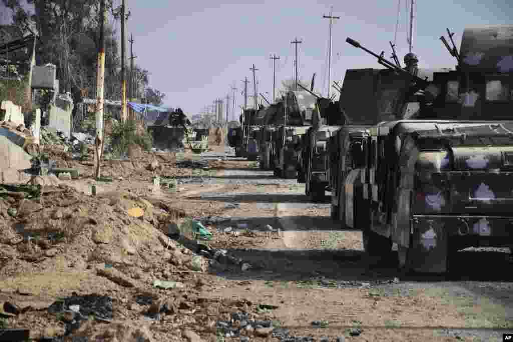 عراقی فورسز کے دستے شہر کے وسط میں واقع صوبائی انتظامیہ کے دفاتر کا محاصرہ کیے ہوئے تھے جہاں داعش کے جنگجووں مورچہ بند تھے۔