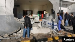 지난해 3월 리비아 트로폴리 중심가 외교부 청사 인근 경찰서에서 폭탄 테러가 발생했다. (자료사진)