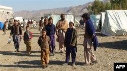 Мешканці північно-західних районів Пакистану у таборі біженців