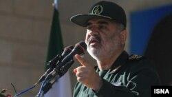 حسین سلامی تهدید کرده که ایران میتواند تنگه هرمز را ببندد.