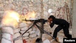 Şervanekî opozisyona Sûrî li derdora nexweşxaneya Kindî.