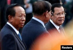 FILE - Cambodia's Prime Minister Hun Sen and top ruling party leaders gathered as they attended the annual Water Festival on the Tonle Sap river in Phnom Penh, Cambodia, November 10, 2019.
