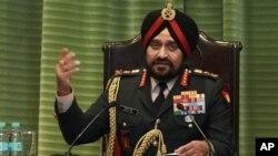 14일 인도 뉴델리에서 최근 카슈미르 총격전에 관해 기자회견 중인 비크람 싱 인도 육군참모총장.