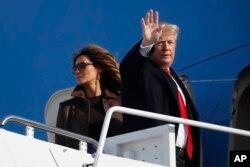 El presidente de EE.UU. Donald Trump y la primera dama Melania Trump, abordan el Air Force One para viajar a Buenos Aires, Argentina, para la Cumbre del G20. Noviembre 29 de 2018.