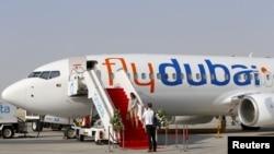 Un avion Flydubai est vu au salon aéronautique de Dubaï le 8 novembre 2015.