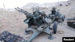 Rongsokan perlengkapan perang Rusia di dekat kota Palmyra, Suriah (foto: dok). Serangan koalisi menghancurkan 14 tank yang direbut ISIS dekat Palmyra Jumat 16/12.