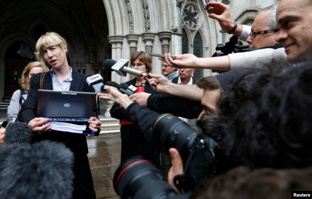 Gwendolen Morgan, the lawyer for David Miranda, makes a statement to members of the media outside the High Court in London, Aug. 22, 2013.