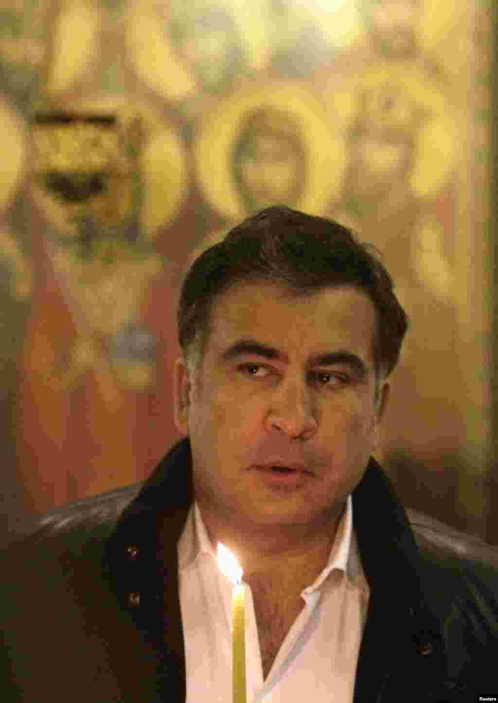 Президент Михаил Саакашвили на рождественской службе в Свято-Троицком соборе в Тбилиси