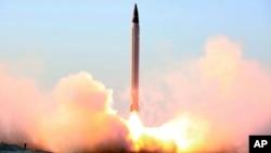 Тестовый запуск баллистической ракеты иранской армией. 11 октября 2015.