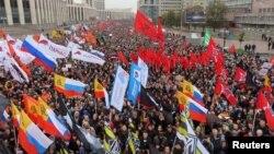 29일 러시아 모스크바에서 시민들이 지난 7월 공정 선거 촉구 시위 과정에서 체포돼 구금된 인사들의 석방을 요구하고 있다.