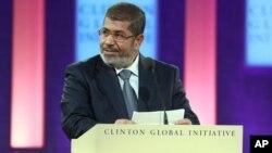 Pengadilan atas Mohamed Morsi bulan depan diperkirakan akan meningkatkan perpecahan politik di Mesir (foto: dok).