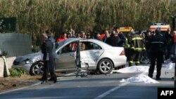 Hiện trường chiếc ôtô chạy ngược chiều tông chết người ở Ý