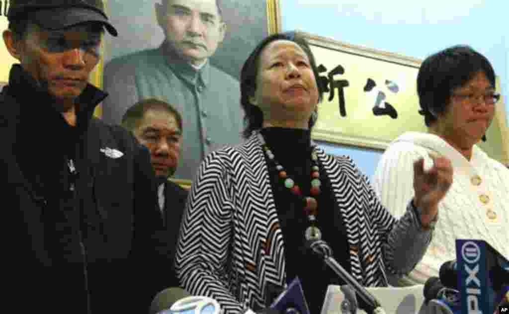 Su Zhen Chen, mother of Danny Chen, wipes away tears as she listens during a press conference on Thursday, Jan. 5, 2012 in New York. An update was provided on a Pentagon investigation into the death of her son Danny Chen, an Army private who committed su