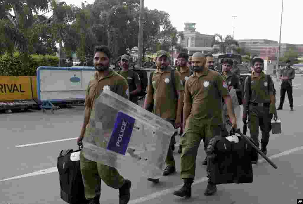 پولیس کے دستے لاہور ایئرپورٹ کی سکیورٹی سنبھالنے جا رہے ہیں۔