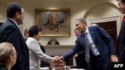 Qırğızıstan prezidenti Roza Otunbayeva Vaşinqtondadır