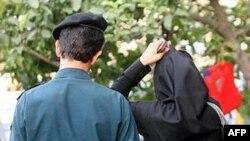 İranda qadinların sulu qəlyan çayxanasına girişinə qadağa qoyulub