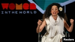 مسیح علینژاد، گردانندۀ برنامۀ تبلت در بخش فارسی صدای امریکا است