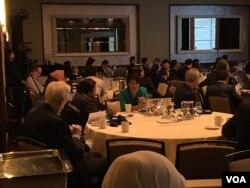 Suasana diskusi Forum Bisnis Perdagangan, Pariwisata, dan Investasi di Indonesia, yang diselenggarakan oleh Konsulat Jendral Republik Indonesia (KJRI) New York, di New York, 8 November 2018. (Foto: Reza Pahlevi/VOA)